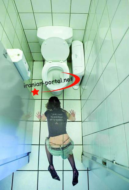 golaya-devushka-v-obshestvennom-tualete-foto